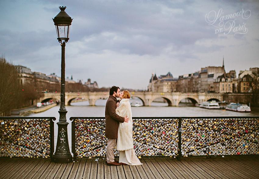 Love locks on the pont des arts l 39 amour de paris for The lock bridge in paris