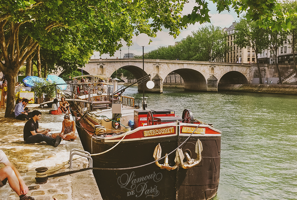 Houseboats On The Seine River Lamour De Paris Romantic