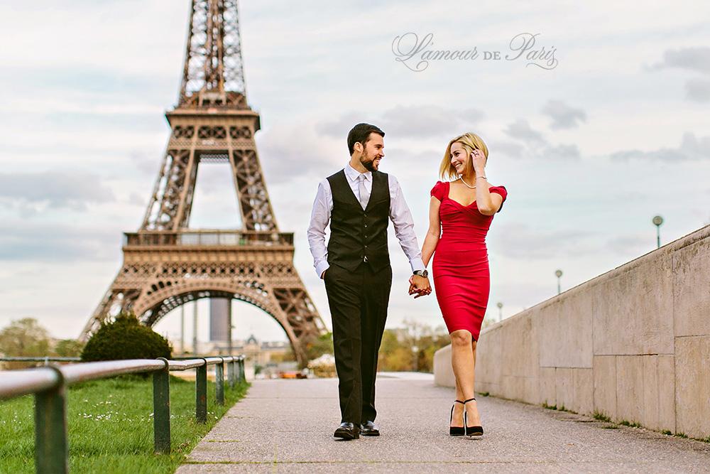 Eiffel tower portrait session in Paris