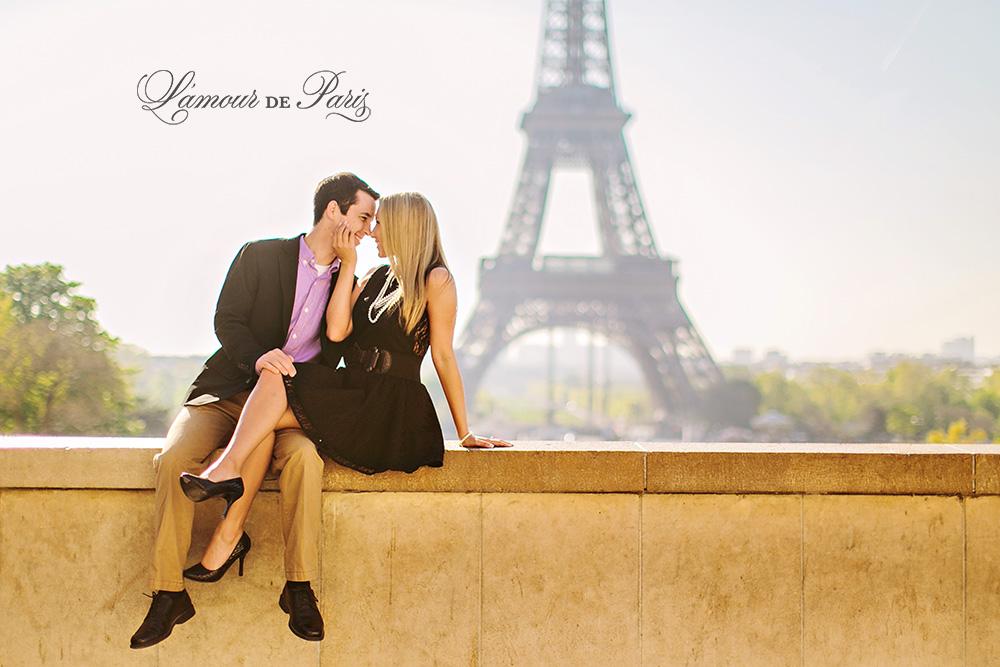 Cute Paris engagement session