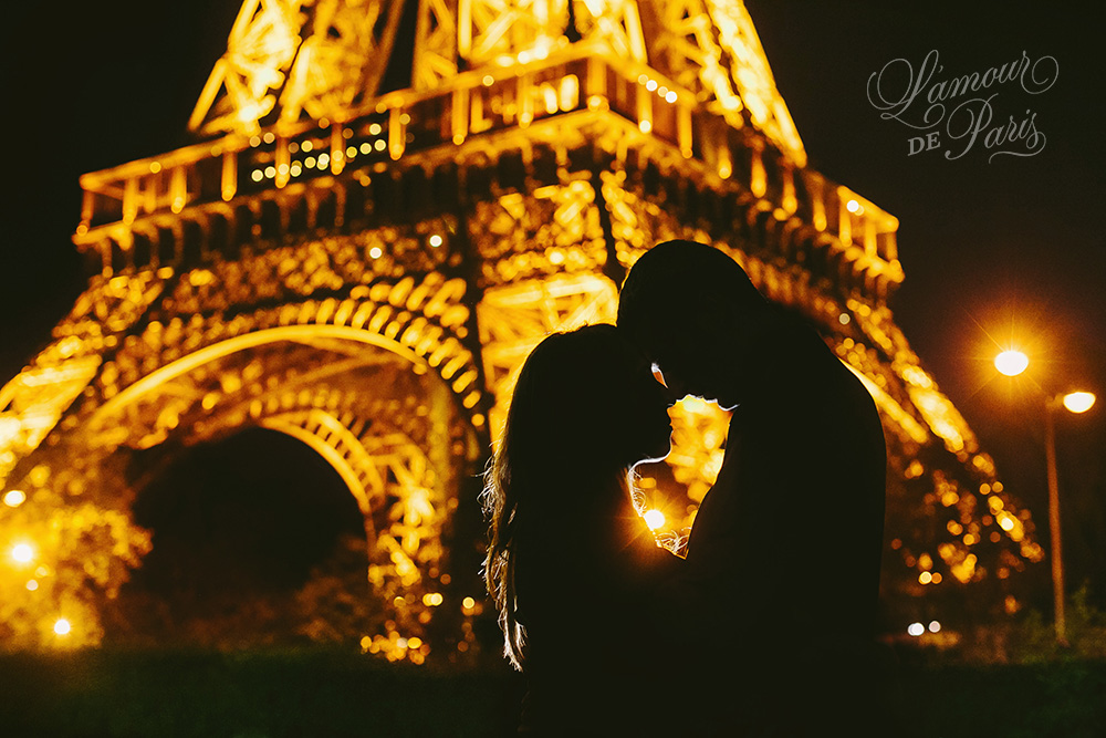 Nighttime portrait session in Paris at the Eiffel Tower