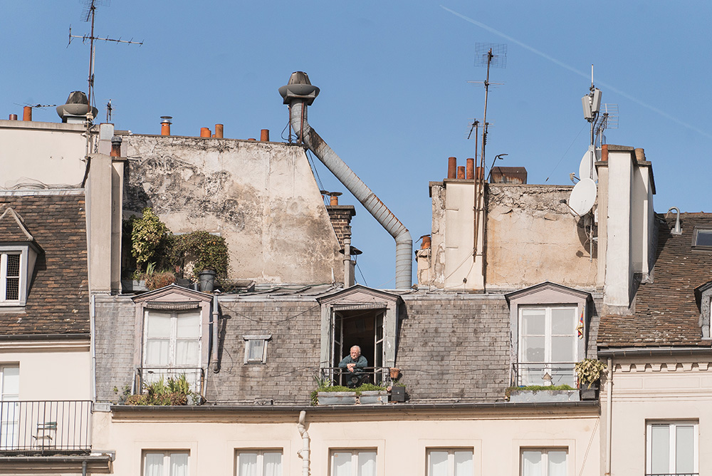 bonjour paris building
