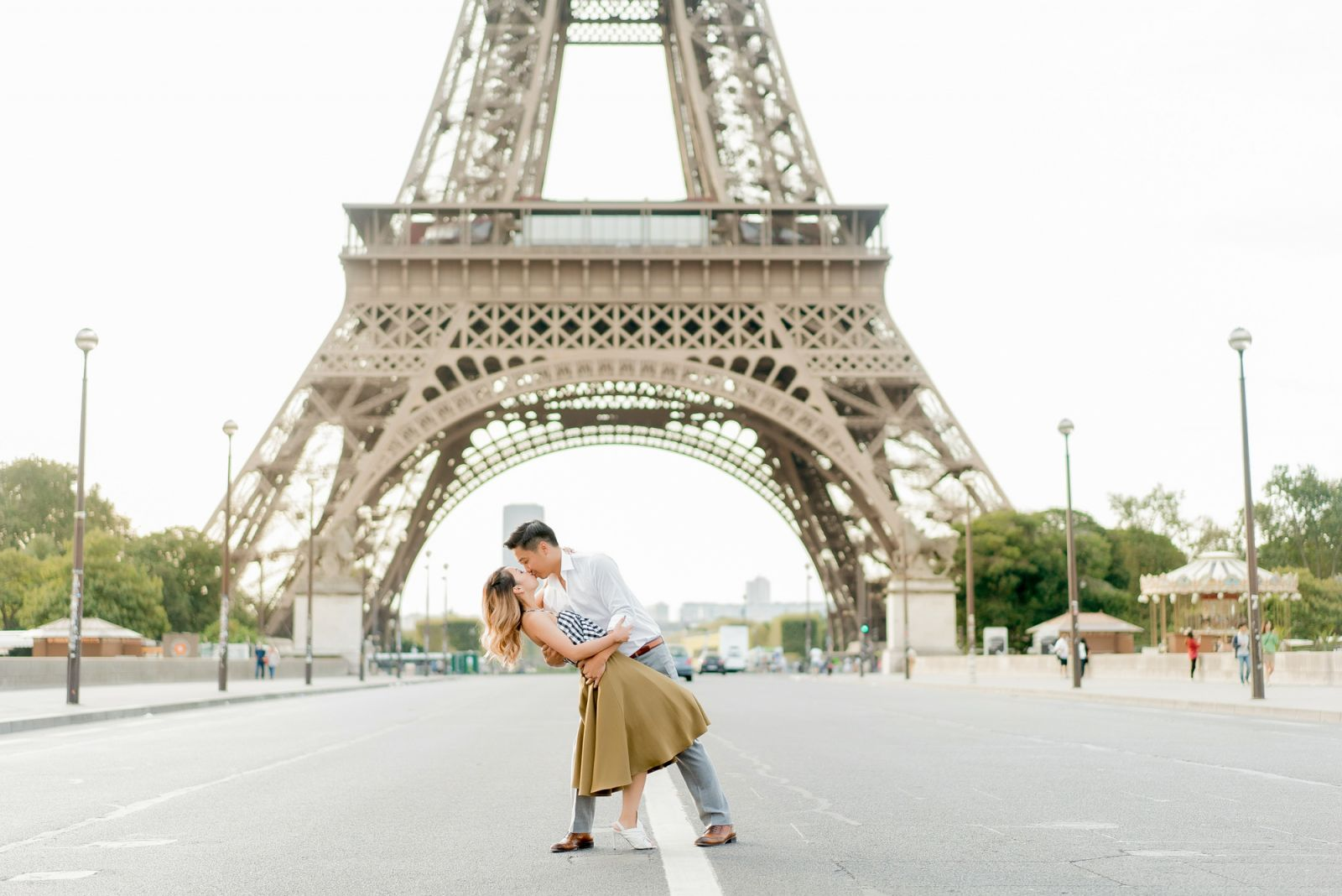 paris photo session with eiffel tower