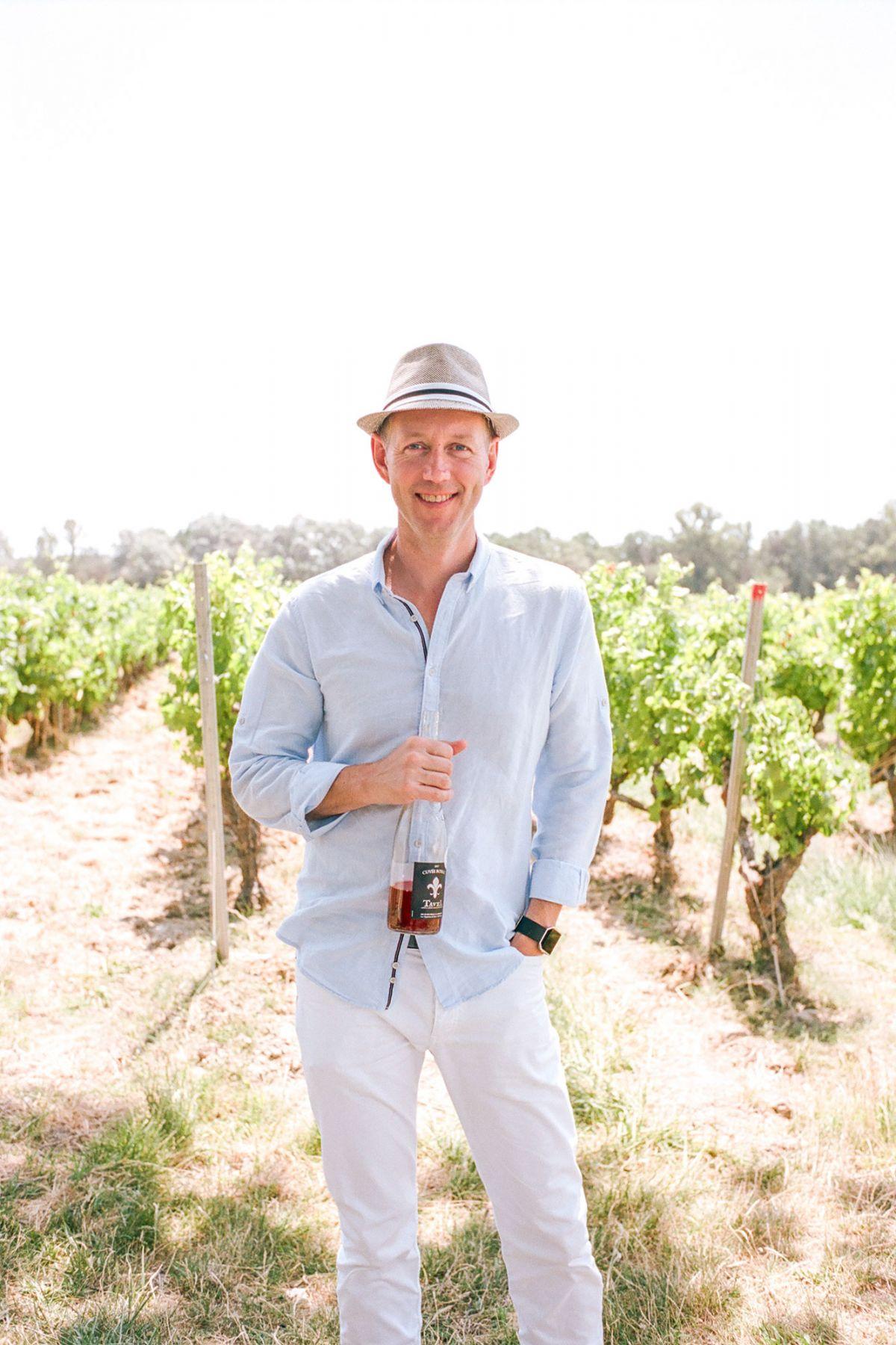 paris photographer in vineyard in france