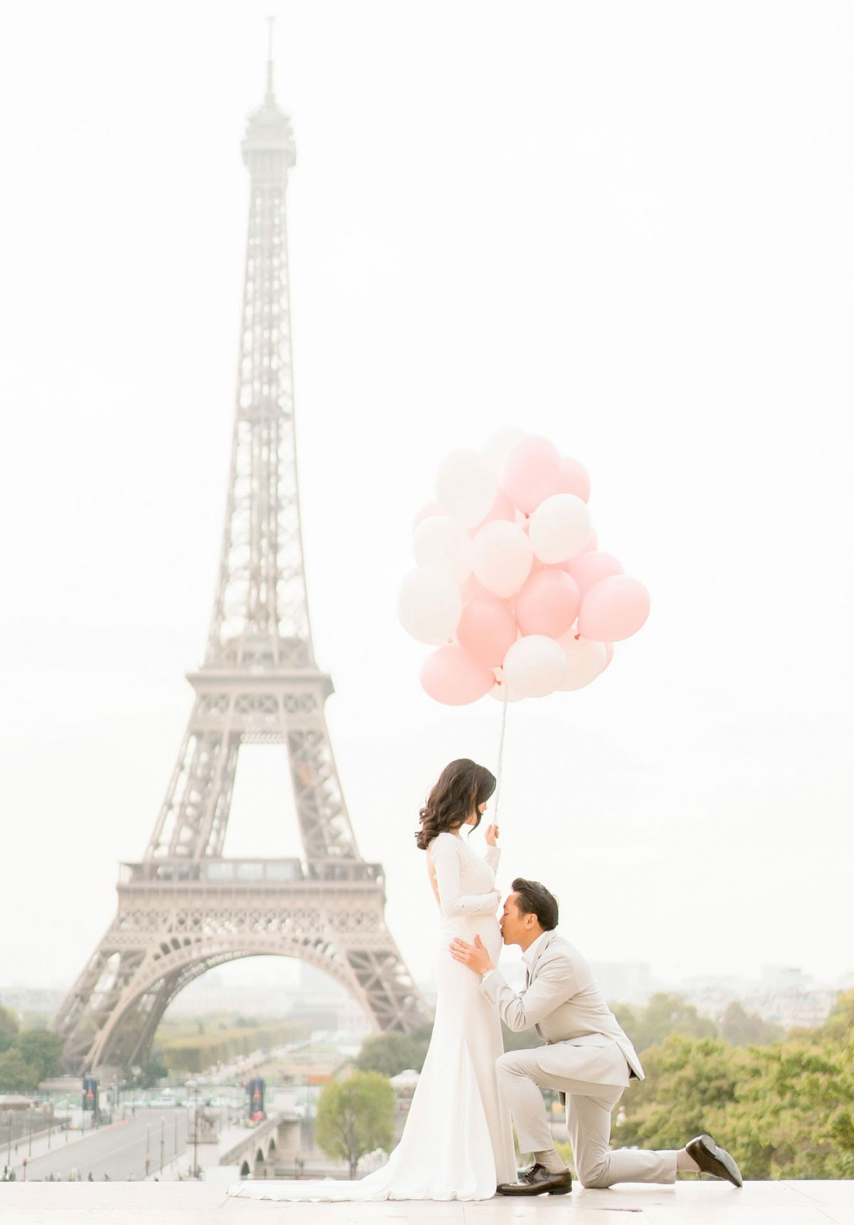 maternity photos at eiffel tower with mom in white with pink balloons