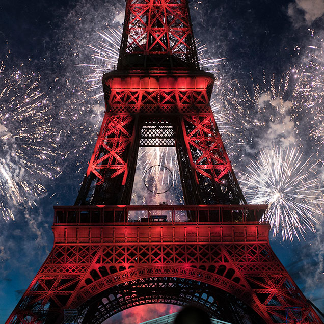 fete nationale paris fireworks at eiffel tower