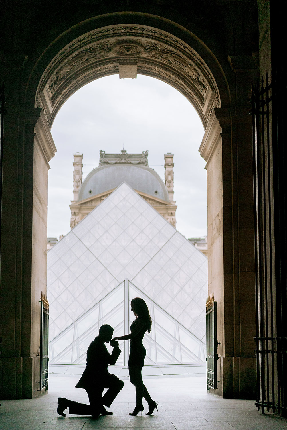 proposing at the louvre