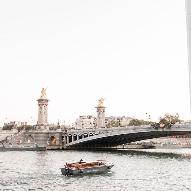 pont-alexandre-italian-style-boat