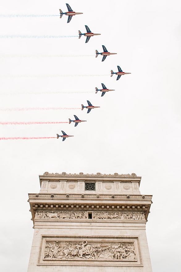tour-de-france-paris planes fly over arc de triomphe